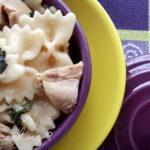 Farfalles au poulet, crème d'oignon et coriandre - stylisme culinaire Youcookme