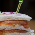 Club sandwich truite fumée et beurre de radis - stylisme culinaire Youcookme
