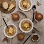 photographie et stylisme culinaire : soupe à l'oignon gratinée - Youcookme