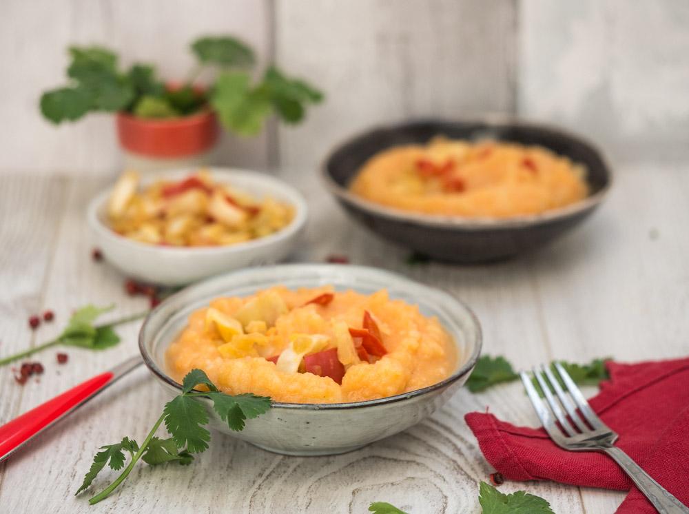 photographie et stylisme culinaire : purée de carotte et légumes croquants - Youcookme