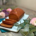 photographie et stylisme culinaire : pain d'épices et renoncule - Youcookme